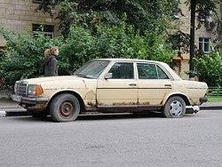 Депутат Милонов предложил штрафовать водителей за брошенные авто