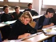 Греческие ученики захватили более 250 школ