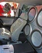 Громкий звук автомобильной стереосистемы увеличивает вероятность ДТП