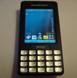 Еще не анонсированный QWERTY-смартфон Sony Ericsson M610i уже появился в продаже