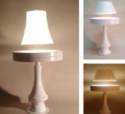 Парящая в воздухе настольная лампа от Crealev