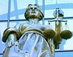 Насколько российские суды зависимы от закона и гаранта Конституции?