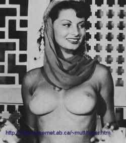 Фотографии Софии Лорен (Sophia Loren) со съемок эротического фильма (фото)