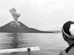 В Индонезии со дня на день ожидается извержение вулкана, однако жители не хотят эвакуироваться