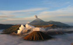 На острове Ява в Индонезии проснулся вулкан Келуд