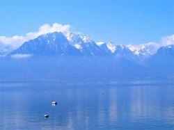 Туристический самолет утонул в озере Женева