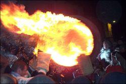 В понедельник британцы будут перетаскивать горящие бочки