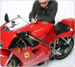 """Звездный \""""рок-мотоцикл\"""" Ducati 916 выставят на аукцион в Великобритании"""