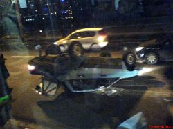 Страшная авария в Москве: автомобили столкнулись на встречной полосе