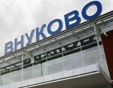"""В аэропорту \""""Внуково\"""" двое встречающих обстреляли таможенников из травматического пистолета"""