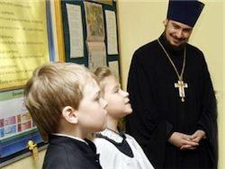 """РПЦ предлагает ввести в школах """"церковное пение"""""""