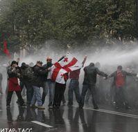 В Грузии продолжаются столкновения между спецназом и митингующими. Пострадали уже 360 человек