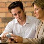 Пользованию мобильными телефонами стали учить