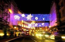 В Лондоне на Оксфорд-стрит зажглись рождественские огни