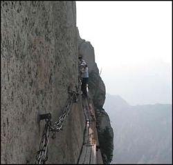 Самый опасный в мире туристический маршрут (фото)