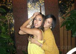 Лучшее папарацци-фото дня: Рианна (Rihanna) пристаёт к девушкам в клубе (фото)