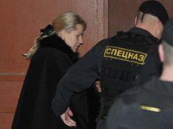 Новость на Newsland: Васильева просит пустить к ней домработницу