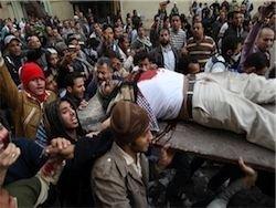 Первый демонстрант погиб в Каире от отравления слезоточивым газом