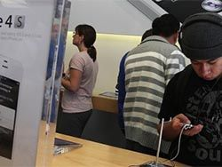 Людям нравится покупать телефоны в магазинах Apple