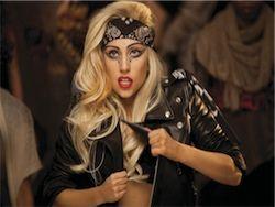 Леди Гага везет 16 автобусов оборудования