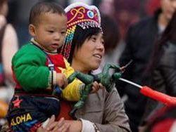"""Китай ослабляет политику """"одного ребёнка"""""""