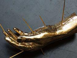 Из хранилища Christie's украли золотую скульптуру