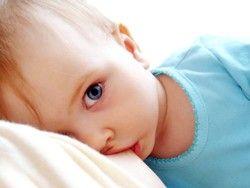 Грудное вскармливание убережет ребенка от пневмонии