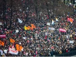 КС начал рассмотрение жалобы оппозиционеров на закон о митингах