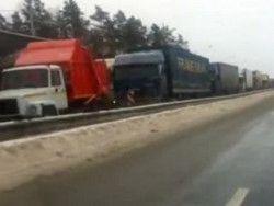 Водители рассказали о пробке в 100 километров на трассе