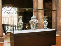Реставраторам удалось превратить миллионы осколков в три китайские вазы
