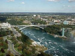Пять человек ранены в результате обрушения моста в Канаде