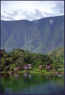В Индонезии произошло землетрясение силой 5,7 баллов