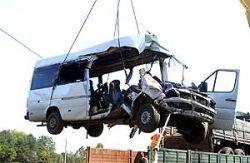 """Микроавтобус с двумя десятками людей столкнулся с \""""Камазом\"""". Есть жертвы"""