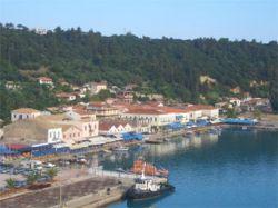 Греки спасли турецкое судно с сотнями нелегальных иммигрантов
