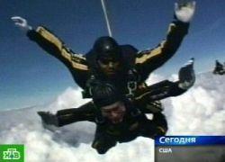 Джордж Буш (George Bush)-старший прыгнул с парашютом (видео)