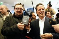 Начало продаж iPhone в Европе (видео)