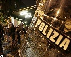 В Риме футбольные фанаты жгут автомобили и избивают полицейских, пострадали десятки человек
