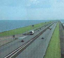 В Крыму может разрушиться 9-километровая дамба