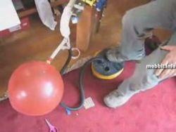 Музыкальный инструмент из надувных шариков (видео)