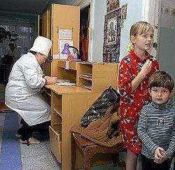 В российских регионах возник огромный дефицит детских врачей