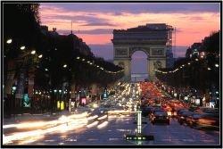 Le Parisian: Елисейские Поля переживают упадок