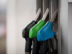 Продажу бензина