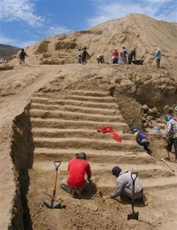 Древнейший храм огня спасла аномальная лестница