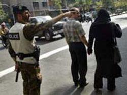 """В Иране в расцвет правительственной борьбы \""""за мораль\"""" в тюрьме погибла девушка, арестованная за прогулку с кавалером"""