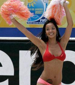 Чирлидеры бразильского пляжного  футбола (фото)