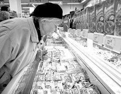 Проверка столичных магазинов дала печальные результаты: треть продуктов в них бракованная