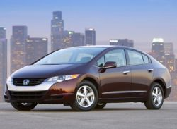 Honda представила первый серийный водородный автомобиль FCX Clarity