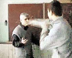 Учитель позволил школьникам заснять на видео «психологический опыт» над самим собой (видео)