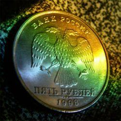 Эксперты: укрепление рубля замедлит темпы роста экономики в Россиии
