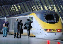 Скоростной поезд «Евростар» отправляется в свой первый рейс (фото)
